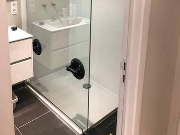 Paroi douche vitrée en verre trempé a Jette Bruxelles