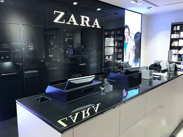 Réalisation des miroirs et table en verre trempé pour ZARA Bruxelles