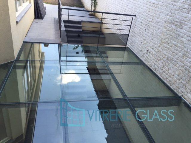 Dalle de sol en verre feuillet bruxelles vitrerie glass for Toit en verre pour terrasse