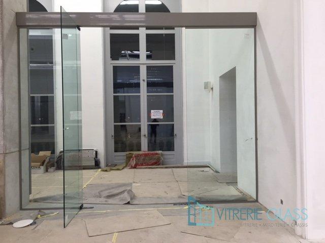 partie fixe et de porte vitree sur pivots de sol a namur vitrerie glass. Black Bedroom Furniture Sets. Home Design Ideas
