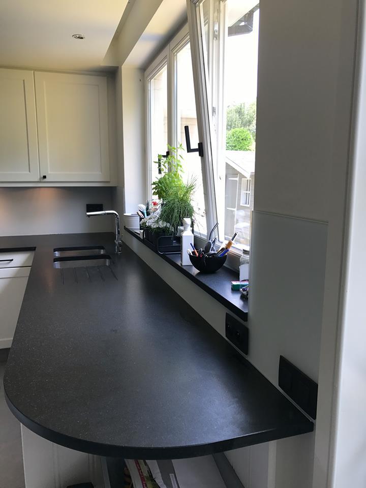 cr dence cuisine en verre tremp 6 mm bruxelles vitrerie glass. Black Bedroom Furniture Sets. Home Design Ideas